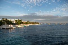 MALAPASCUA, FILIPINAS - 7 DE FEVEREIRO DE 2018: Praia vazia em Malapascua, Filipinas fotos de stock