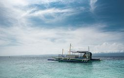 MALAPASCUA, FILIPINAS - 7 DE FEVEREIRO DE 2018: Praia vazia em Malapascua, Filipinas imagem de stock royalty free