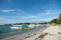 MALAPASCUA, FILIPINAS - 7 DE FEVEREIRO DE 2018: Praia vazia em Malapascua, Filipinas fotografia de stock
