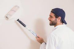 Malarz maluje ściany białe Zdjęcie Royalty Free