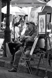 Malarz w Montmartre w oczekiwaniu na klientów Paris france fotografia stock
