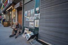 Malarz w ulicie Porto obrazy royalty free