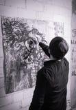 Malarza artysta pracuje na nafcianej kanwie Zdjęcie Royalty Free