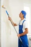 Malarza odświeżania praca z primą w domu obrazy stock