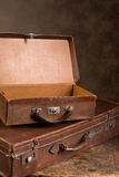 Malas de viagem abertas da antiguidade Foto de Stock Royalty Free
