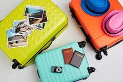 Malas de viagem coloridas para a viagem da família Foto de Stock
