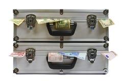 Malas de viagem com dinheiro Foto de Stock