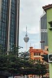 Malay башни Куалаа-Лумпур: Menara Kuala Lumpu сокращенное как башня KL башня связей расположенная в Куалае-Лумпур Стоковое фото RF