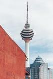 Malay башни Куалаа-Лумпур: Menara Kuala Lumpu сокращенное как башня KL башня связей расположенная в Куалае-Лумпур Стоковое Изображение RF