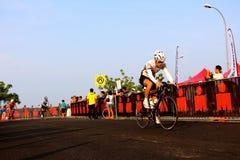 Malaysia-Eisenmann 2014 der Anfang des 180km Fahrrades Lizenzfreie Stockbilder