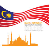 Malaysia-Flaggenwelle und Crystal Masjid-Symbole Stockfoto