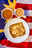 Malaysia-Lebensmittel - roti canai und der Tarik, sehr berühmtes Getränk und Stockfotos