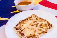 Malaysia-Lebensmittel - roti canai und der Tarik, sehr berühmtes Getränk und Stockbild