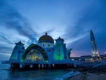 Malaysia - Melaka kanalmosk? arkivfoton