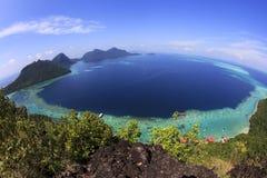 Malaysia Sabah Borneo Scenic View av Tun Sakaran Marine Park den tropiska ön (Bohey Dulang) Semporna, Sabah Fotografering för Bildbyråer