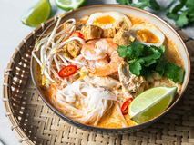 Free Malaysian Noodles Laksa Soup With Chicken, Prawn And Tofu In A Bowl On Grey Background Stock Images - 167328524