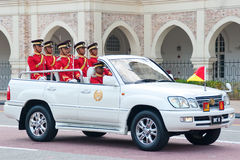 malaysianen för konungen för 2011 födelsedagberömmar ståtar Arkivfoton