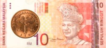 1 malaysiansen mynt mot sedel för ringgit för malaysian 10 royaltyfri fotografi