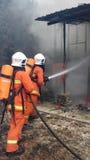 Malaysische Feuer Resque-Abteilung in der Aktion Lizenzfreie Stockfotos