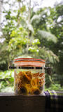 Malaysischer Raya-Festlichkeitskuchen, Ananastörtchen im Glas Stockfotos