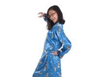 Malaysisches jugendlich Mädchen in Trachtenkleid III Lizenzfreie Stockfotografie