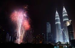 Malaysisk självständighetsdagen 2013 - fyrverkerier på KLCC Arkivbild