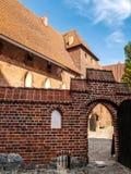 malbork för slott för grupptegelstenbyggnad störst mitt emot flodsikt Royaltyfria Foton