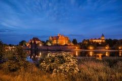 Malbork slott på natten i Polen Royaltyfria Foton