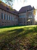 Malbork slottjordning i sen eftermiddag Arkivbild