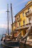 Malcesine hamn på sjön Garda Arkivfoto