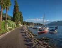 Malcesine idílico de la 'promenade' de la orilla del lago Fotografía de archivo