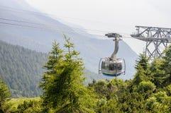 MALCESINE, ITALIE - 16 juillet 2014 : Chemin de fer de câble de Malcesine à lundi Photo stock