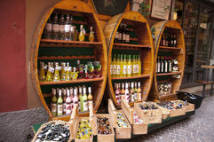 MalcesineWine shoppar på sjön Garda Arkivbilder