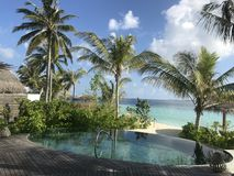 Maldivas - centro turístico de lujo con las piscinas privadas Fotos de archivo