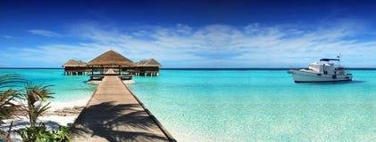 Maldivas, viaje ideal, vacaciones hermosas, soleadas, exóticas Reclinación sobre un yate Imágenes de archivo libres de regalías