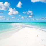 MALDIVERNA sky och hav Arkivbilder
