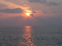 Maldiverna Solnedgång arkivfoton