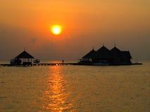Maldiverna strandsolnedgång Arkivfoto