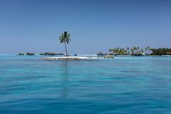 maldives Île tropicale Station de vacances de villas de l'eau Photographie stock libre de droits