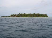 Maldives, cała tropikalna wyspa w oceanie indyjskim fotografia stock