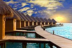 Maldives. Casa de campo em pilhas na água naquele tempo SU Imagem de Stock Royalty Free