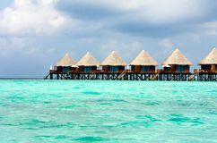Maldives. Chalet en pilas en el agua foto de archivo libre de regalías