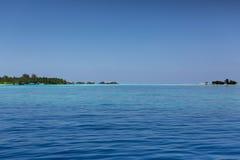 maldives Fond de ciel bleu d'océan et d'espace libre Photo libre de droits