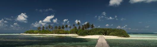 maldives Una isla abandonada Las palmas Panorama Puente de madera Lhosfushi Imágenes de archivo libres de regalías