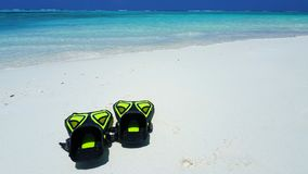 P01909 Maldives white sandy beach fins snorkel mask scuba flippers on sunny tropical paradise island with aqua blue sky Stock Photo