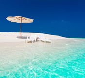 Maldives,  white sunbed and parasol Royalty Free Stock Photos