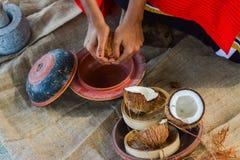 Maldivian dziewczyny kulinarny gość restauracji od koks obraz stock