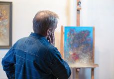 A male artist painting in his studio Royalty Free Stock Photography