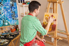 Male artist working in his studio Royalty Free Stock Photos