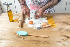 Male chef making spaghetti Royalty Free Stock Images